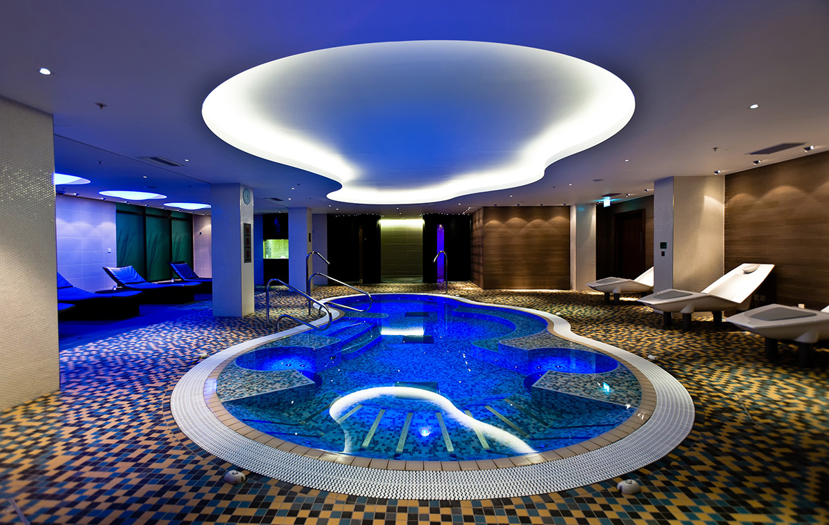 The London Hotel Collection Hydro Pool